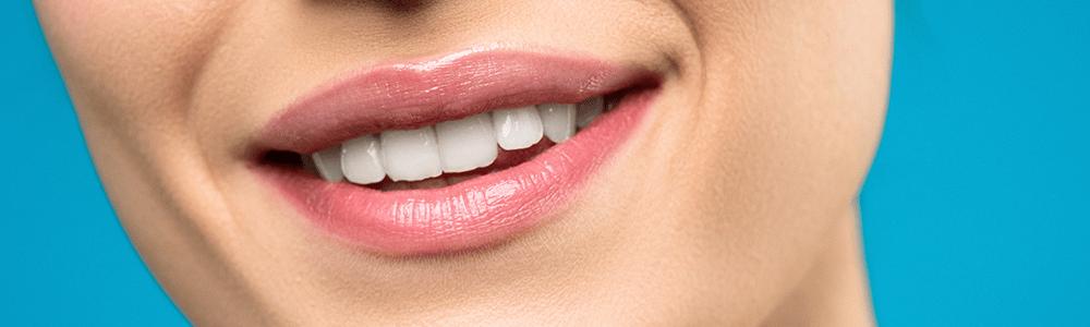 Mund einer lächelnden Frau